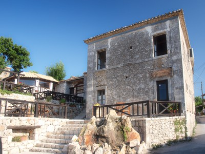 Located 16km from the town at the mountainous village of Kiliomeno, this exquisite family-run traditional taverna features original 18th century...